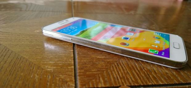 Samsung galaxy S5 plus design and display